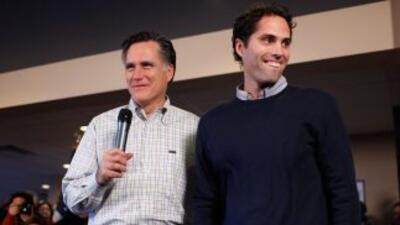 Romney habla español en anuncio en Florida. Su hijo, Craig Romney, quien...