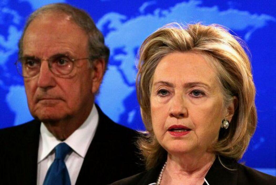 6.- HILLARY CLINTON: Fue Secretaria de Estado de Estados Unidos. Es la e...