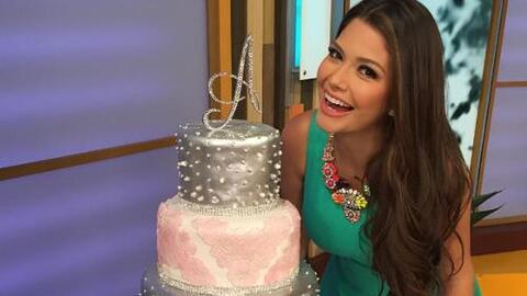 Ana Patricia con su pastel