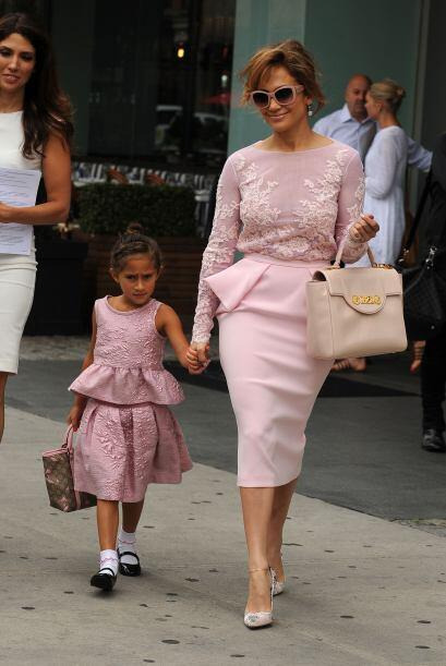 La pequeña Emme lucía muy tierna y fashion en este atuendo...