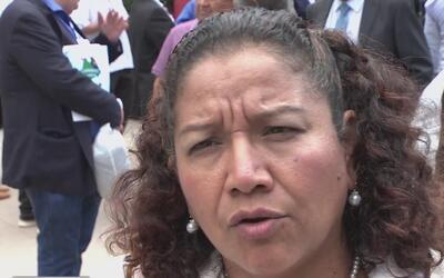 Viceministra de El Salvador llegó hasta Los Ángeles para tratar el temor...