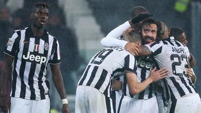 Pirlo se visitió de héroe con su gol en el tiempo de descuento.