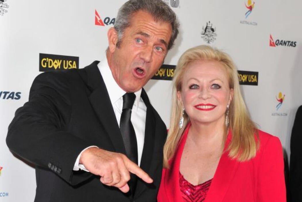 ¿Le estará contando un chiste Mel Gibson a Jacki Weaver o se estará quej...