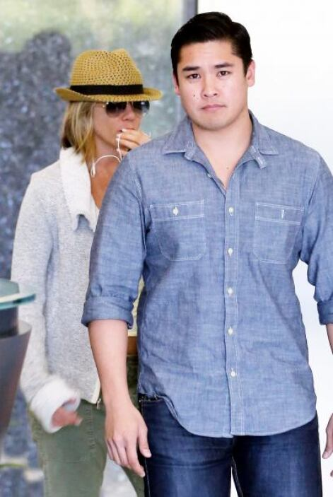Jennifer Aniston fue a una clínica de belleza pero a la salida, pidió ay...