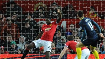 El defensaTyler Blackett no pudo evitar el gol del Southampton, que le...