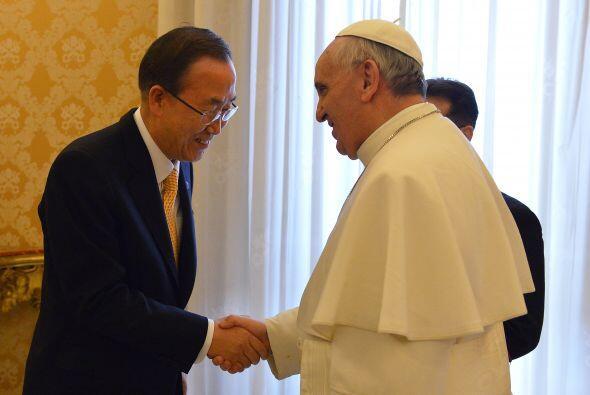 Ya como sumo pontífice de la Iglesia católica, el papa recibió a diversa...