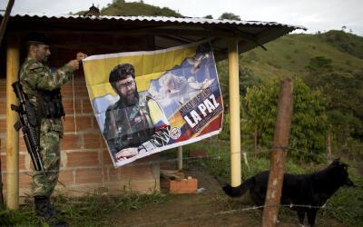 Desde las montañas de Colombia los guerrilleros de las FARC apuestan por...