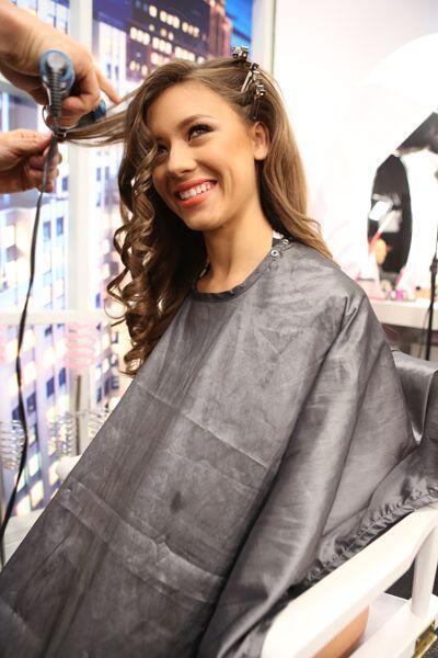 Los expertos en peinado apostaron por los rulos y ondas suaves y marcada...