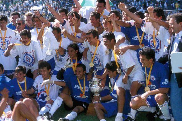Cruz Azul se consagró campeón al derrotar 2-1 en el marcad...