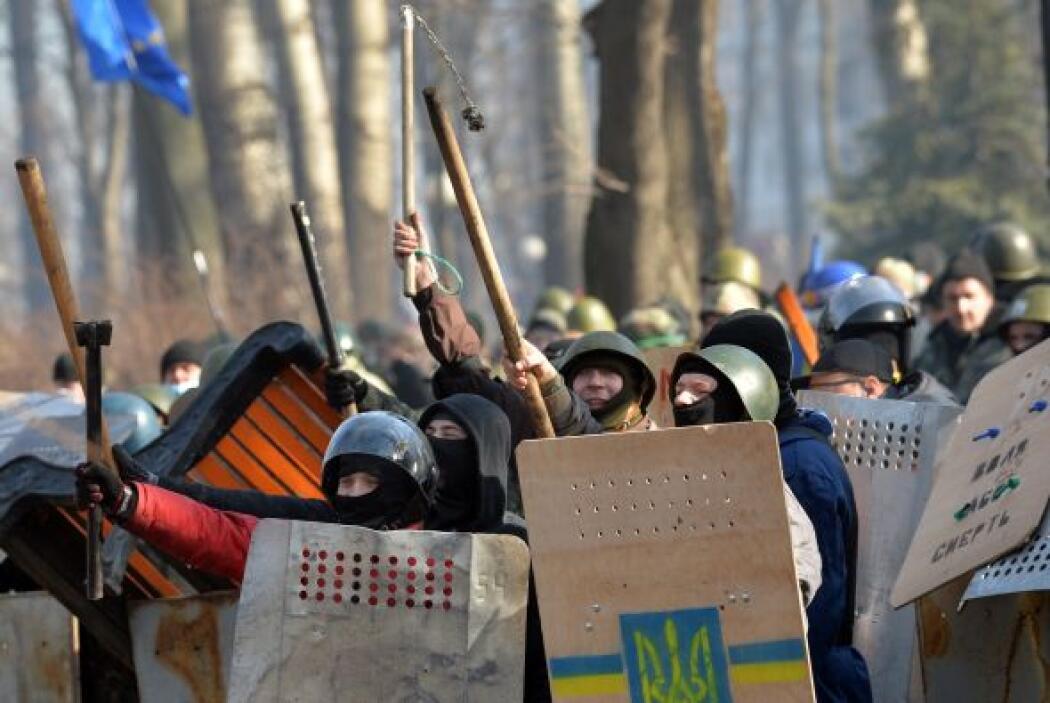 La violencia en el centro de Kiev, con decenas de heridos de bala en amb...