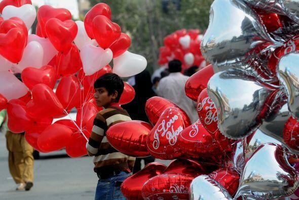 En Pakistán también saben celebrar este día, eso sí, muy a su manera y t...