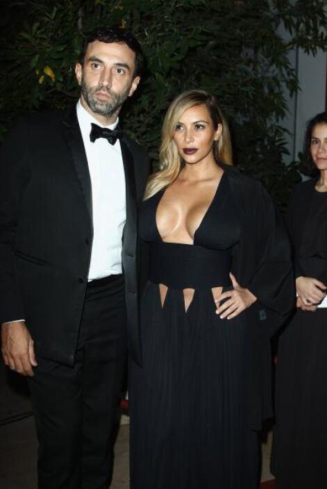 Sin duda este vestido pasará a la historia de Kim como uno de sus mejore...