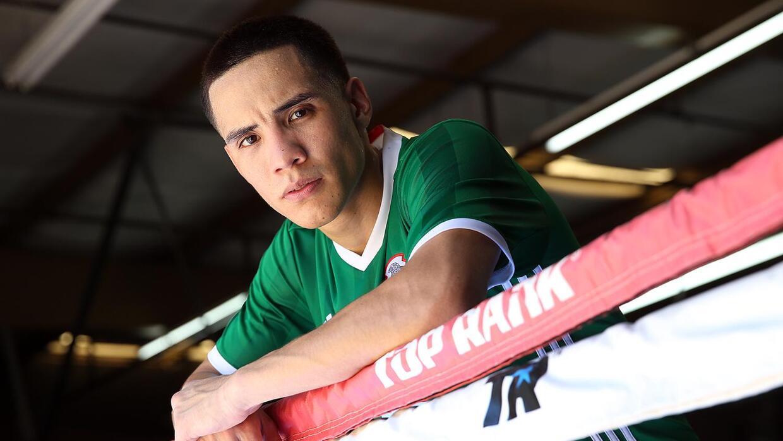 Oscar Valdez con las armas listas para ir por el título mundial pluma co...