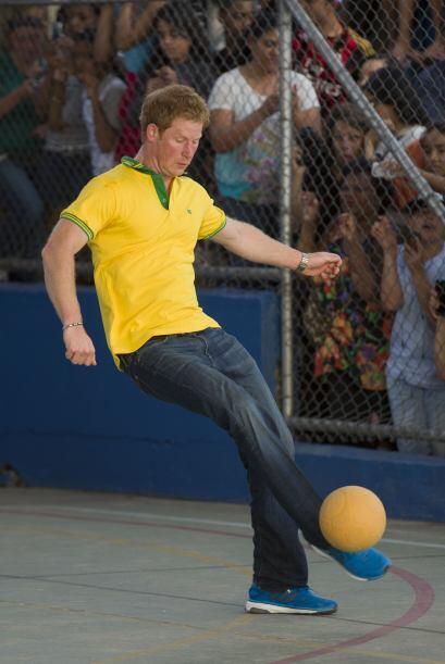 El Príncipe Harry aprovechó su viaje a Brasil para visitar un proyecto s...