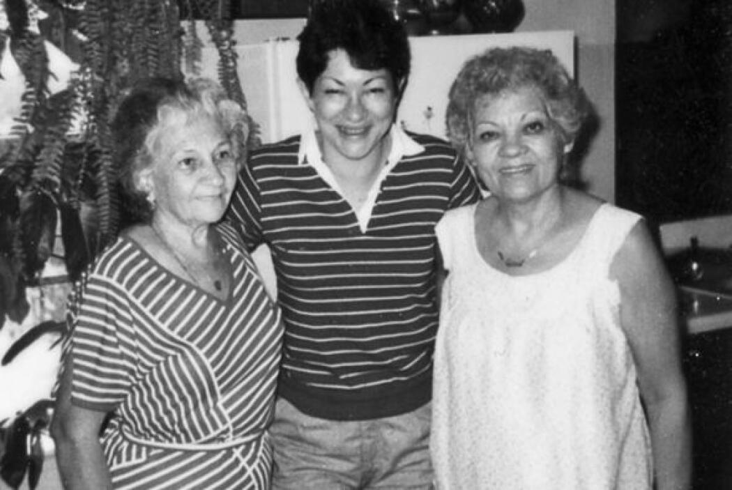 Durante una visita a Yale, Sotomayor junto a Titi Aurora y su mamá.