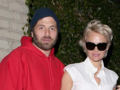 La hermosa modelo salió de paseo con su esposo Rick Salomon y se puso un...