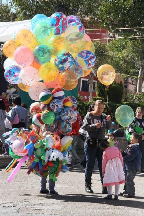 Millones de niños esperan ansiosos e ilusionados la visita de Melchor, G...