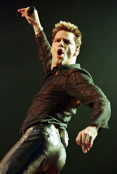 Fue invitado a cantar el tema del Mundial de Fútbol de Francia 1998. No...
