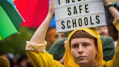Un joven durante una marcha en Australia para pedir que estudiantes y ma...