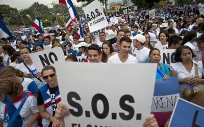 Salvadoreños rechazan los resultados de las elecciones presidenciales
