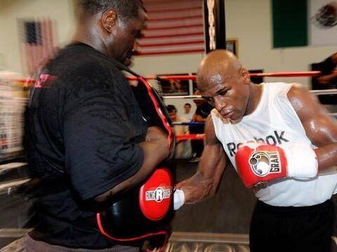 Floyd Mayweather Jr. continúa su preparación para enfrenta...