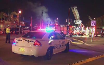 Bomberos controlan la emergencia por un incendio en un concesionario de...