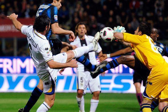 En el otro partido de la tarde, Inter visitó al Parma y se llevó una tri...
