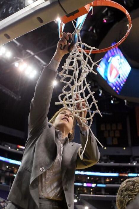 La entrenadora Tara VanDerveer fue dos veces campeona de la División NCAA.