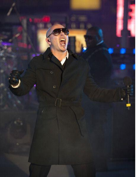 Pitbull fue uno de los artistas latinos que musicalizó la bienvenida al...