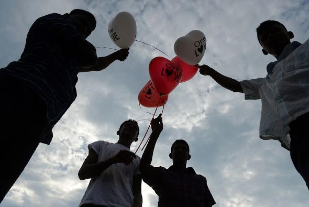 Decenas de globos invadieron las calles con el propósito de darle color...