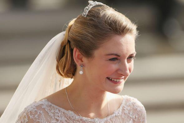 En la boda de Stèphanie de Lannoy y Guillermo de Luxemburgo, la novia po...