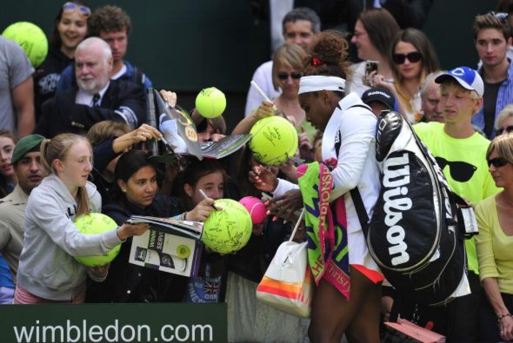 Serena siempre accesible con los aficionados.
