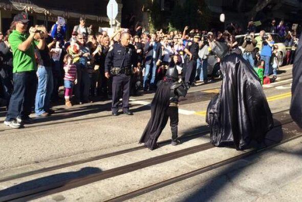 Pero ¡oh no! Este superhéroe no puede dejar la ciudad unos minutos porqu...