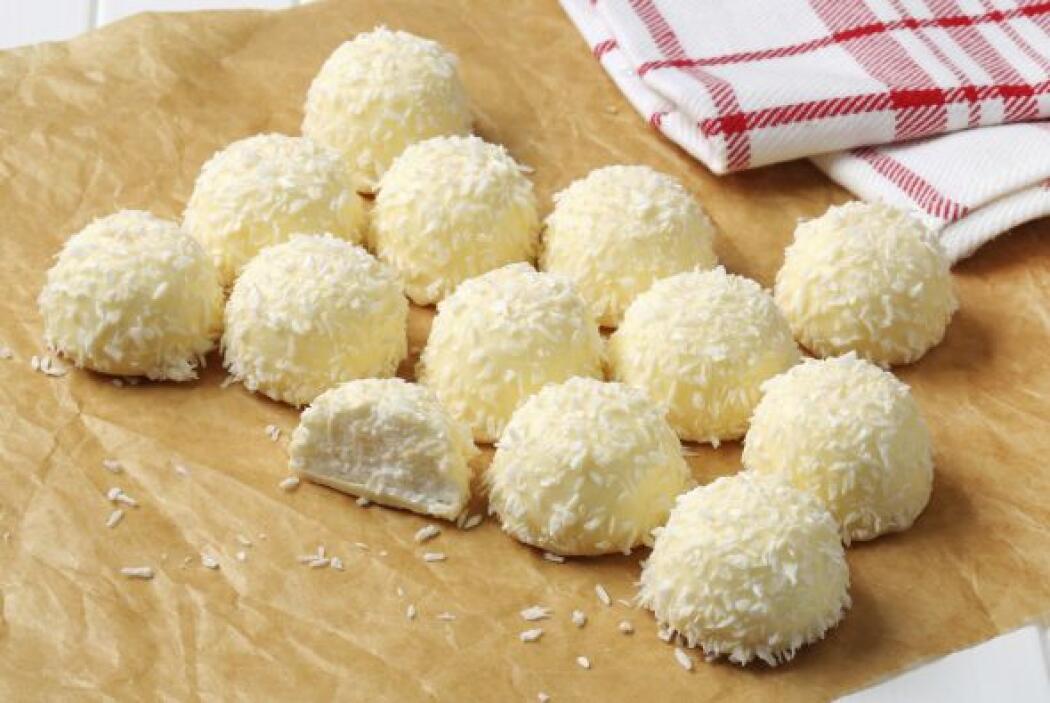 Pequeñas trufas de coco rellenas de quinoa ¿Productos horneados rellenos...