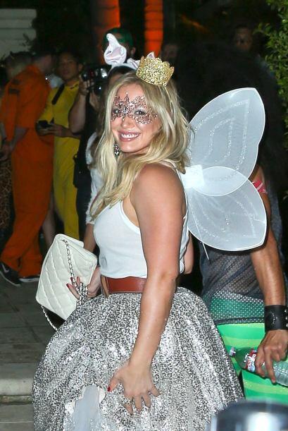 En la misma fiesta se encontraba Hilary Duff que traía puesto un disfraz...