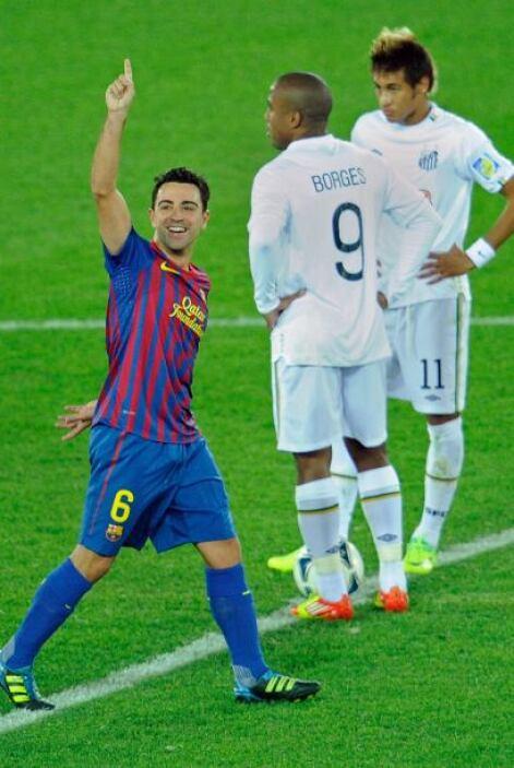 Neymar volvió a sacar del centro del campo.