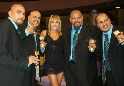 La cantante y Los Amos de Nuevo León felices con el recuerdo que les dio...