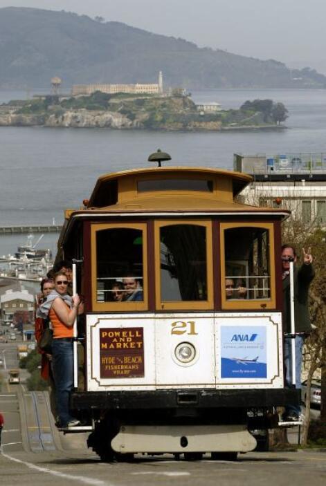 10. San Francisco: En familia pueden experimentar un viaje en uno de sus...