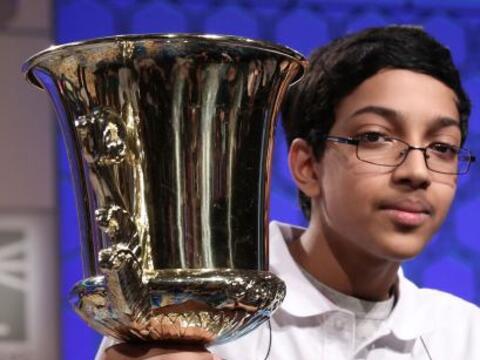 Arvind Mahankali, un estudiante de 13 años de Nueva York, se proc...