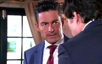En Pasión y Poder, Arturo denunció a Eladio y la policía clausuró su hot...