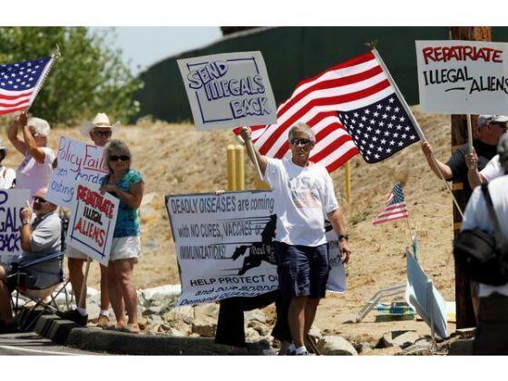 Al mismo tiempo, residentes de la ciudad han manifestado su descontento...