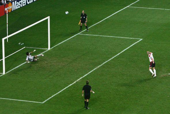 David Beckham se ganó la ira de la afición inglesa después de tirar a la...