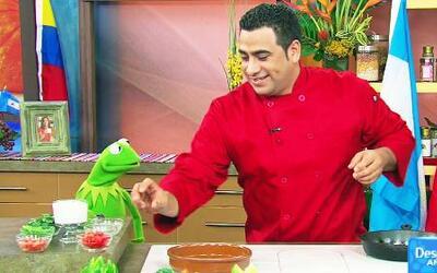 La Rana Kermit aprendió a preparar una típica Moqueca Bahiana brasileña