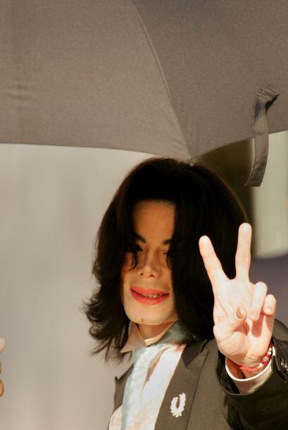 Michael Jackson.-  Tras la inesperada muerte del rey del pop, muchas teo...