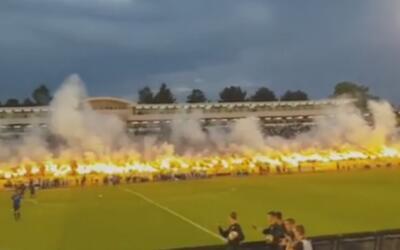 Impresionante celebración con fuego de los hinchas del Partizán de Belgrado