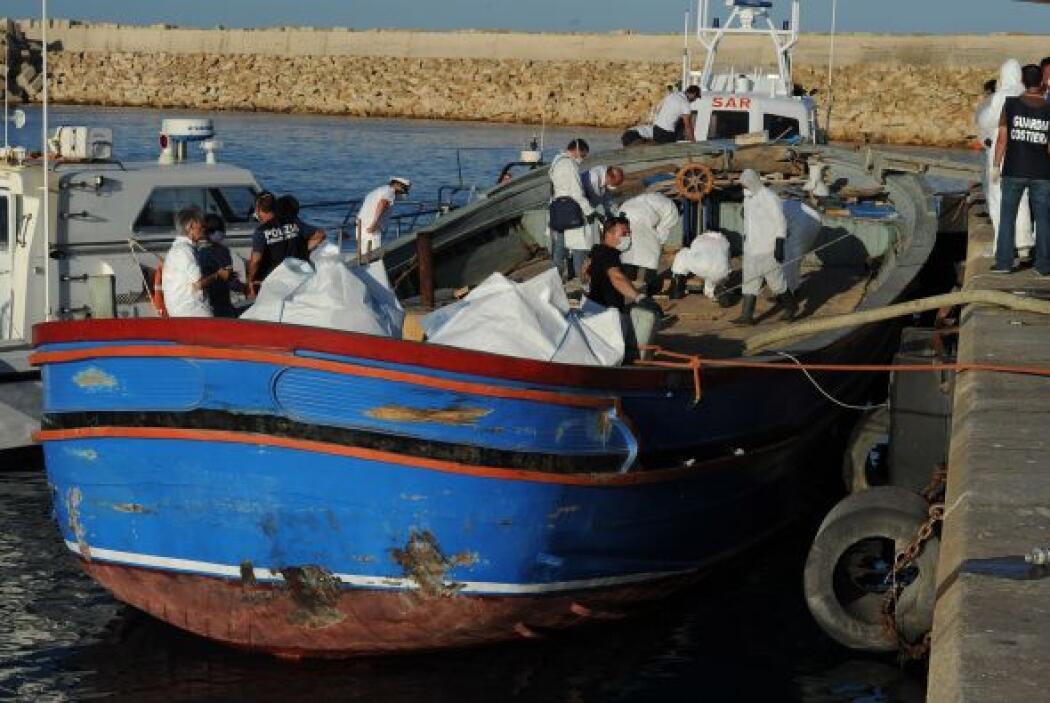 Las naves de la marina también socorrieron a otros 1.557 indocumentados...