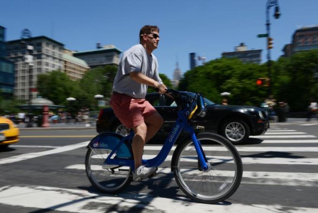 Un total de seis mil bicicletas azules en 330 estaciones en la mitad sur...