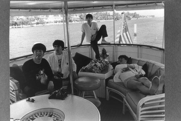 Lennon creo la banda The Quarrymen, que luego pasó a llamarse The...