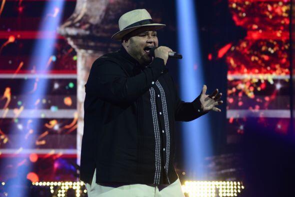 """En una ronda de salsa, Ricardo cantó """"Vivir mi vida"""" de Marc Anthony."""
