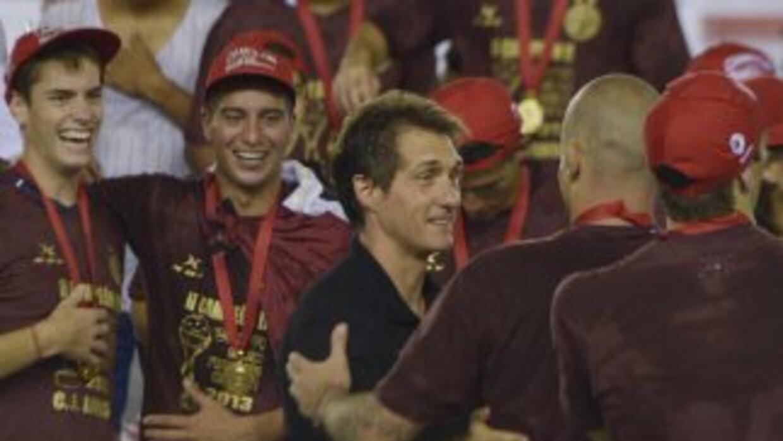 Guiado por el 'mellizo' Guillermo Barros Schelotto Lanús alzó la Copa Su...